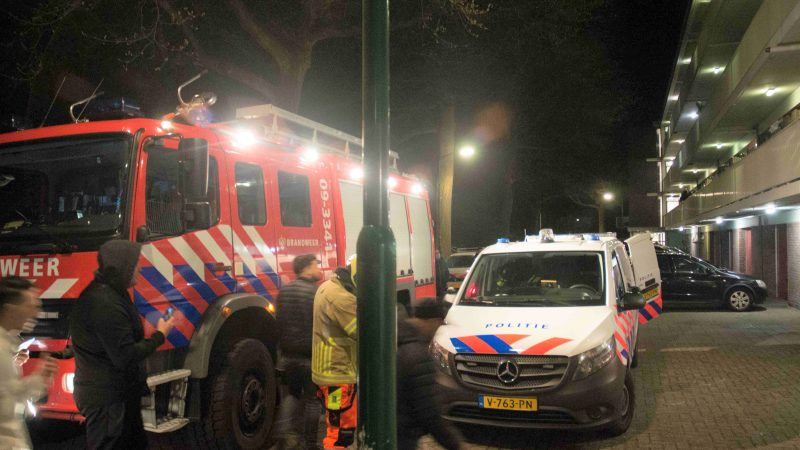 Brandweer helpt politie voor aanhouden man