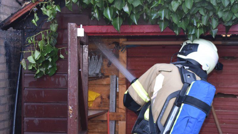 Onkruid wegbranden leidt bijna tot woningbrand
